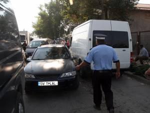 Blocajele pe drumul de acces spre piață sunt un lucru obişnuit, poliţiştii fiind neputincioşi în fata exodului de maşini