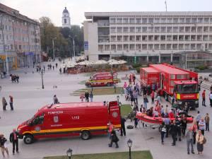 """Mii de oameni au participat la cursurile de prim-ajutor organizate în cadrul Caravanei SMURD """"Fii pregătit să salvezi o viaţă!"""