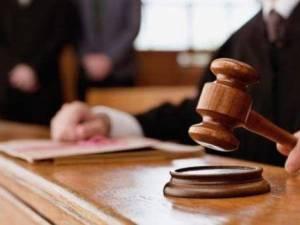 Dintre cei trimişi în judecată şi pentru care procesul s-a finalizat la Tribunalul Suceava s-au dictat doar condamnări cu executare sau suspendare, fără nici o achitare