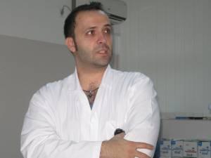 Dr. Mihai Creţeanu jr., care prin chemoembolizare selectivă la nivelul arterelor iliace interne şi ramurei rectale din artera mezenterică a reuşit să oprească sângerarea