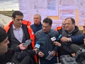 Ministrul Transporturilor, Sorin Buşe, a efectuat joi o vizită de lucru la centura Sucevei alături de şeful CNADNR, Cătălin Homor, preşedintele Consiliului Judeţean, Gheorghe Flutur, şi prefectul Constantin Harasim