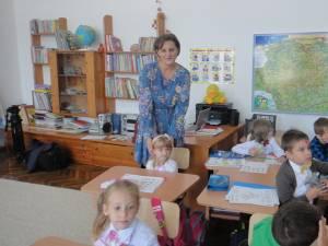 Clasa micuţilor a fost dotată cu mobilier şcolar modern