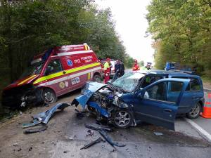 O ambulanţă SMURD care venea cu un copil bolnav la Spitalul Judeţean Suceava a fost oprită violent din drum de un şofer care a depăşit pe linie continuă
