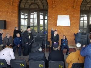 Dezvelirea plăcii din Gara Burdujeni, de către preşedintele FCER, Aurel Vainer, și primarul Ion Lungu