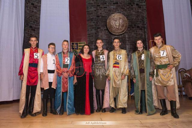 Bobocii din spectacolul-concurs au jucat rolul celor şapte fii ai Vrâncioaiei