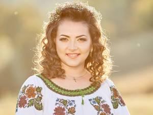Interpreta de muzică populară din Gura Humorului Laura Olteanu