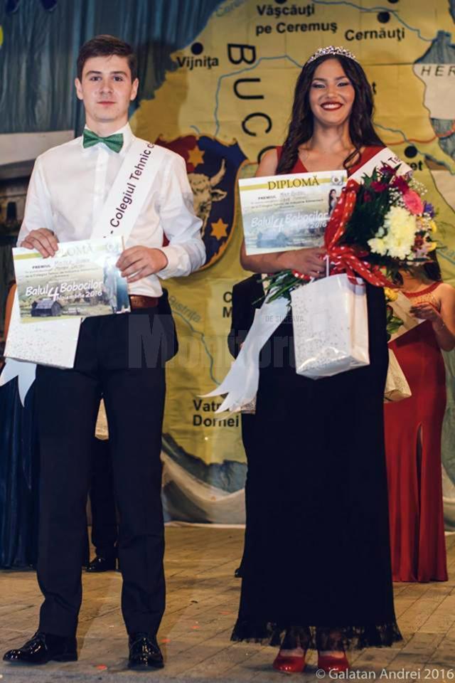 Titlurile de Miss şi Mister Boboc au fost acordate elevilor Diana Popovici şi Marian Creţan