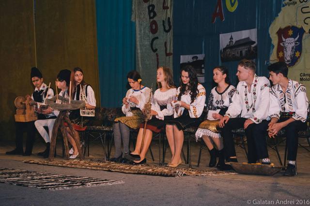 """Elevii Colegiului de Industrie Alimentară i-au sărbătorit pe boboci """"acasă-n Bucovina"""""""