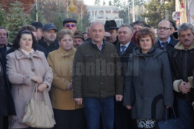 Aproape 300 de membri şi simpatizanţi ai ALDE Suceava, conduşi de liderul judeţean, deputatul Alexandru Băişanu, au realizat un flashmob