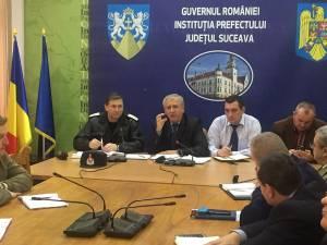 Prefectul judeţului Suceava, Constantin Harasim, a solicitat ieri o comunicare mai bună şi mai intensă între autorităţi pentru prevenirea situaţiilor de urgenţă