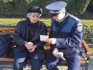 Poliţiştii au mers în biserici şi în parcuri, unde au discutat pe această temă cu pensionarii