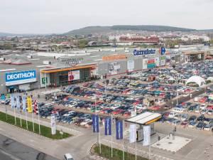 Pasionaţii de shopping vor fi întâmpinaţi la Shopping City Suceava cu reduceri de până la 80%, iar fidelitatea va fi răsplătită cu vouchere de cumpărături în valoare totală de 5.500 de euro