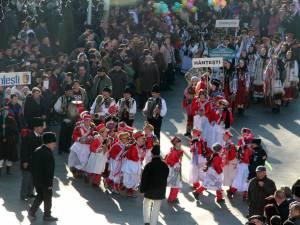 """Festivalul internaţional de datini şi obiceiuri de iarnă are loc în cadrul ediţiei de anul acesta a proiectului """"Crăciun în Bucovina"""""""