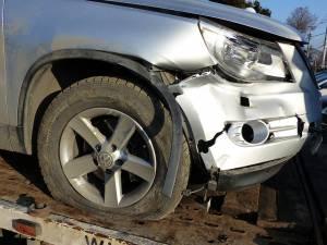 Autoturismul VW Tiguan a fost avariat în partea din dreaptă față în urma incidentului