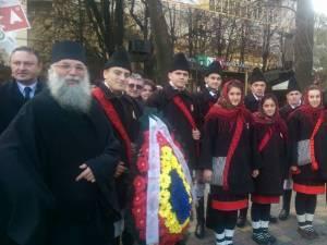 """Grupul """"Ai lui Ștefan, noi oşteni"""", din Vicovu de Sus, la Cernăuţi de 1 Decembrie"""