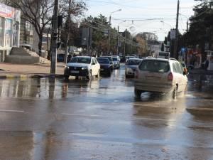 Inundatie pe strazile Sucevei