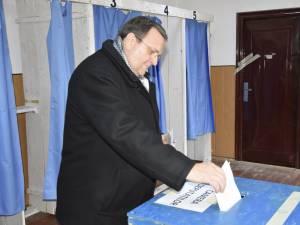 """Gheorghe Flutur a votat pentru """"prosperitatea românilor şi a sucevenilor"""""""