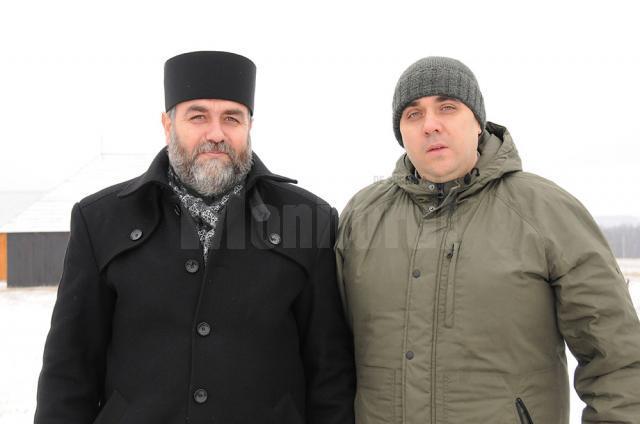 Părintele protopop Adrian Dulgheriu și șeful Ocolului Bisericesc, Rares Hrestic, cei care au organizat acţiunea