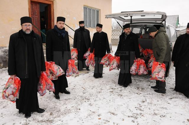 Ocolul Silvic Bisericesc şi Protopopiatul Fălticeni au oferit daruri copiilor de Crăciun