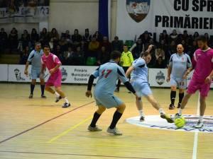 Capul de afiş a fost meciul demonstrativ dintre selecţionata profesorilor şi o echipă alcătuită din mai mulţi jucători suceveni