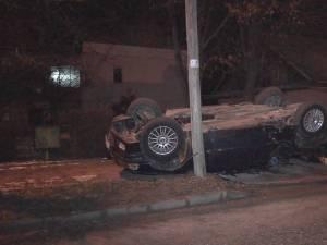 Cinci tineri s-au răsturnat cu un BMW