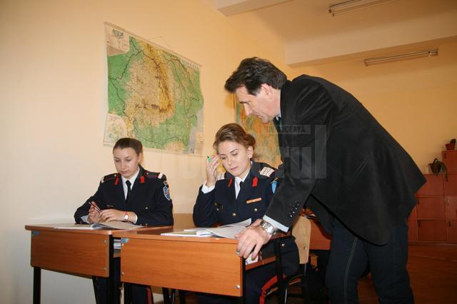 Sabina Calisevici împreună cu profesorul Ciumașu