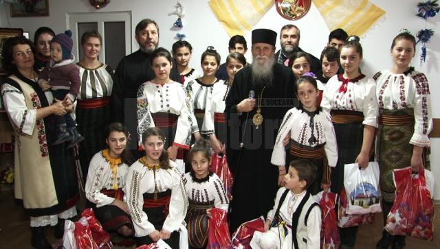 ÎPS Pimen și familia Saftiuc, în mijlocul copiilor din centrul social de la Dolhasca