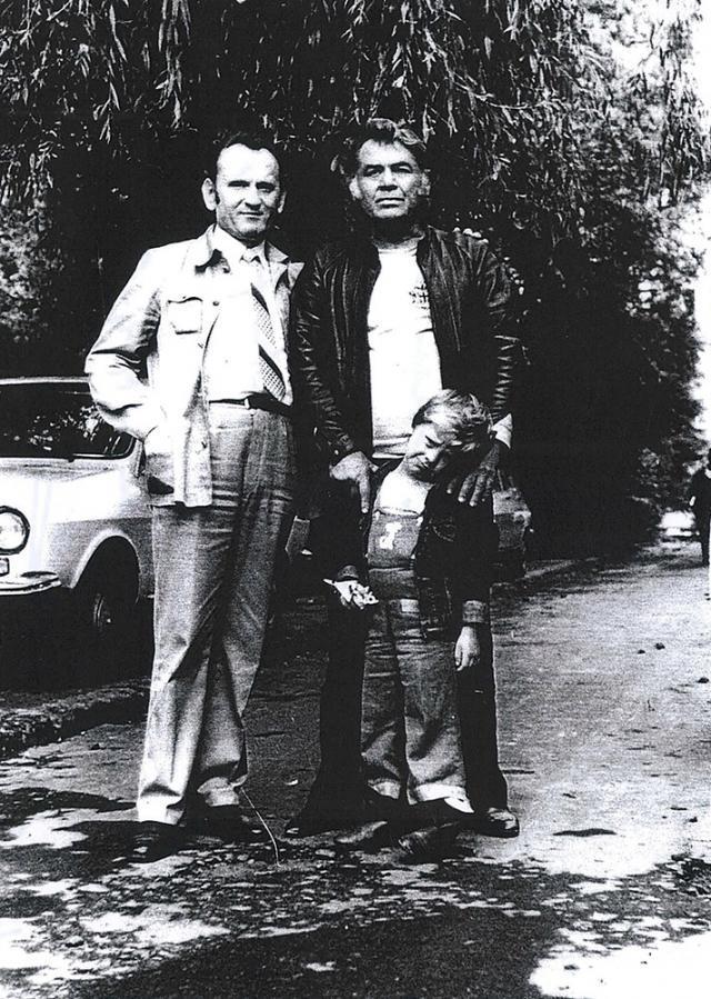 Suceava, 27 septembrie 1984. Reîntâlnirea după peste 30 de ani de la despărţirea din 1950 de la Rădăuți dintre Emil Loteanu (cu fiul de patru ani) și Aurel Chifan