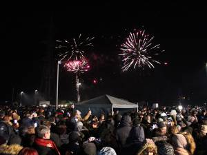 10.000 de suceveni au urmărit spectaculosul foc de artificii de pe malul râului Suceava
