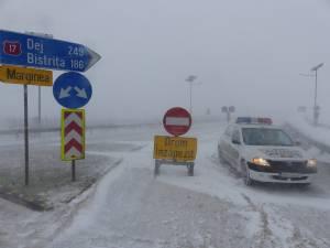 Un echipaj de poliţie i-a întors din drum pe cei care voiau ieri să circule pe DN 17, din Suceava spre Păltinoasa