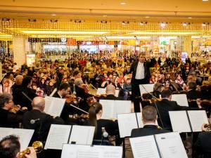 """""""Concert pentru Anul Nou"""", la Iulius Mall Suceava"""