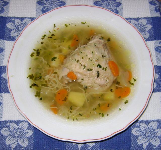 """Supa de pasăre pentru cei răciți ( """"aspirina evreiască""""). Foto: pinterest.com"""
