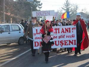 Parada de ieri, de la Drăguşeni, a obiceiurilor de Anul Nou pe stil vechi, a fost anulată