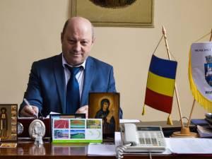 """Primarul din Vatra Dornei, Ilie Boncheş, îi invită pe turişti în număr cât mai mare la """"Serbările Zăpezii"""""""