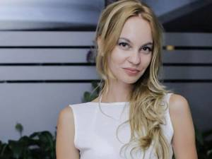 Roxana Dumitrescu este nominalizată la categoria Promovarea şi apărarea drepturilor femeilor