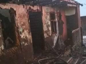 În urma incendierii, casa din Arbore a fost distrusă în totalitate