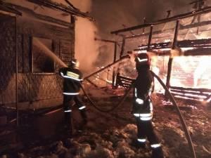 Incendiul puternic a distrus anexele gospodăriei Și a afectat casa de locuit a proprietarului