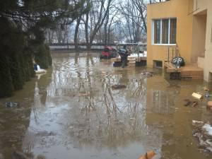 Gospodăriile au fost acoperite de ape