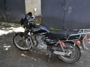 Motocicleta furată a fost găsită după patru luni de zile, la un bărbat din Vatra Dornei