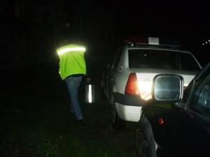 Fiind în stare de ebrietate, tânărul a intrat cu maşina într-un șanț