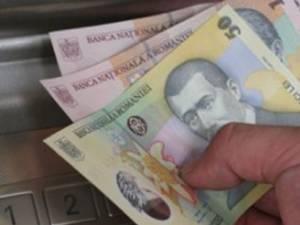 Femeie trimisă în judecată după ce a furat banii de pe un cardul unei colege  Foto Mediafax