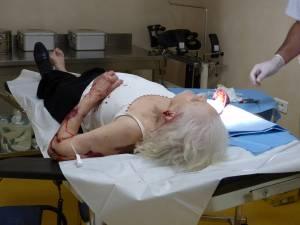 Femeia a avut nevoie de mai multe intervenţii chirurgicale în urma agresiunii