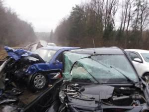 Impact violent între două autoturisme, la Păltinoasa