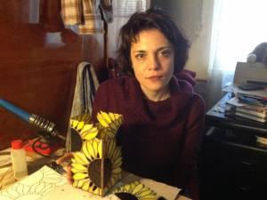 Ca asistent al lui Viorel Lepcaliuc, Iolanda Bădăluţă a deprins tainele confecţionării vitraliului