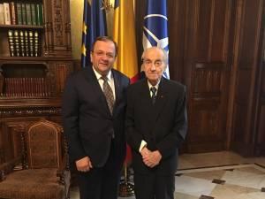 Gheorghe Flutur a fost invitatul lui Mircea Ionescu Quintus la ceremonia de decorare de la Palatul Cotroceni