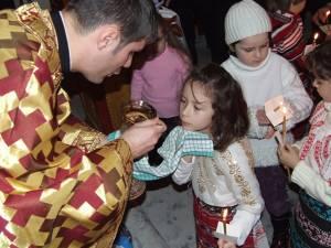Sufletul copilului nu va putea uita niciodată deasa unire cu Hristos prin împărtășanie Sursa foto: www.crestinortodox.ro