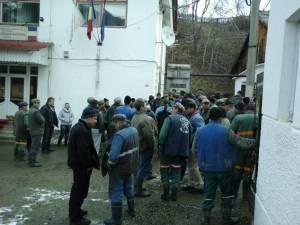 Minerii de la Crucea au declanşat protestele şi ameninţă cu greva foamei