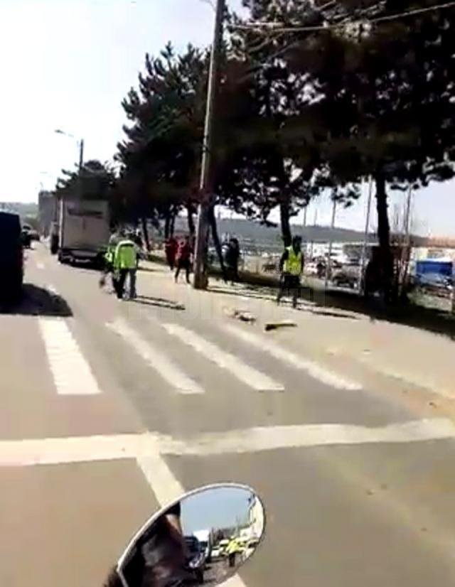 Accidentul s-a petrecut ieri, în jurul orei 11.45, pe locul marcat semaforizat de lângă sensul giratoriu de la Dedeman