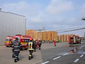 La sediul fabricii Holzindustrie Schweighofer Rădăuţi a avut loc o aplicaţie desfăşurată în comun cu pompierii militari de la Detaşamentul de Pompieri Rădăuţi şi Siret din cadrul ISU Bucovina Suceava