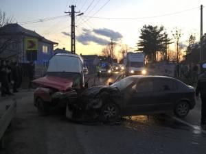 Cele doua masini implicate in accident